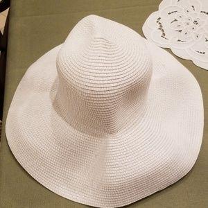 Foldable white straw hat